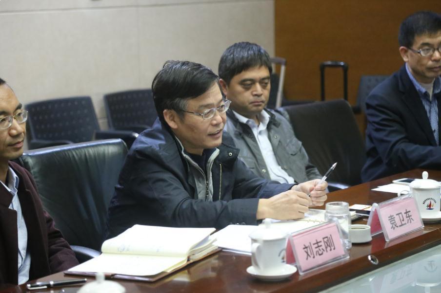10月27日,青岛前湾保税港区管委会副主任王奇,青岛前湾保税港区商务局